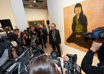 Tony Costa's portrait of fellow artist and Zen Buddhist Lindy Lee has won the 2019 Archibald Prize.jpg